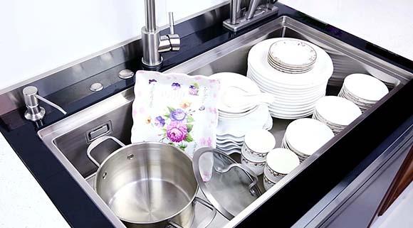 为什么科恩储物柜集成水槽,不生锈、不往外溅水,原因就在这里!